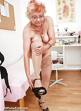 Venerable Bety spreads her dirty pussy wide for gyno specialist to hand sanatorium